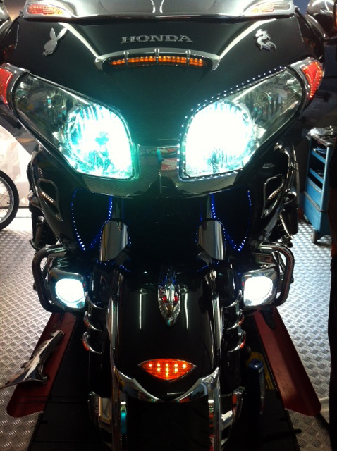 iluminacion-goldwing-xenon-barcelona (7)