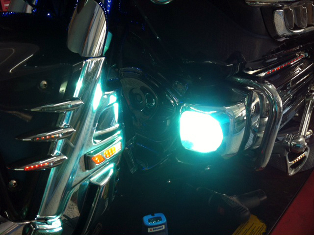 iluminacion-goldwing-xenon-barcelona (8)